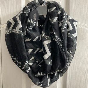 Do Everything in Love Black+White Geometric Scarf